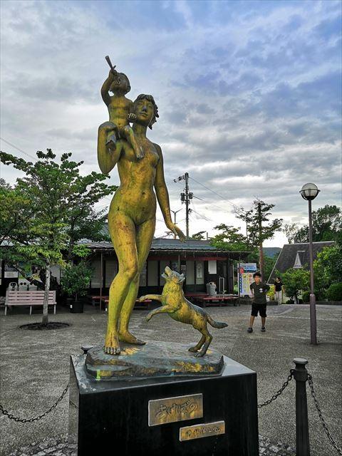 あけぼのの像