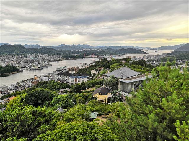 展望台から見る千光寺山荘