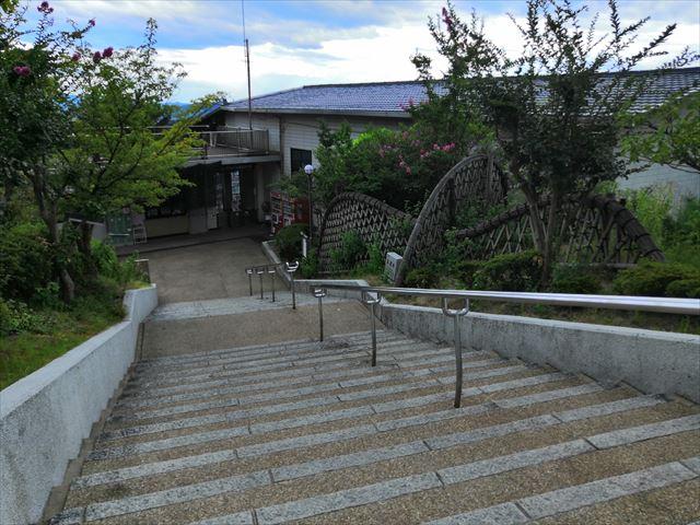 山頂駅への階段