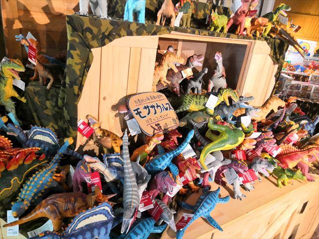 恐竜の人形