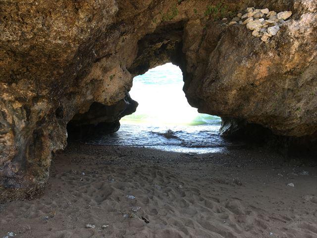 まるで洞窟