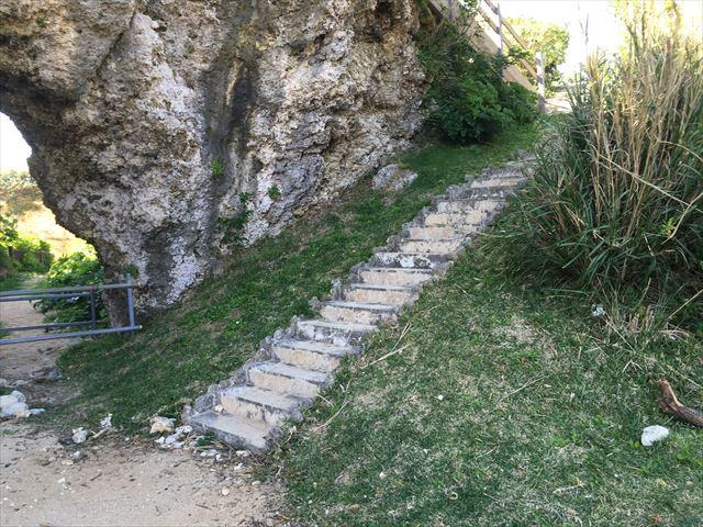 看板よおの階段