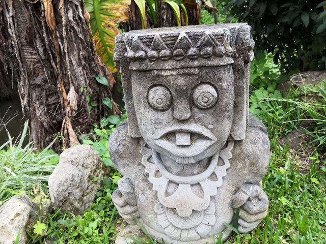 東南らし彫り物