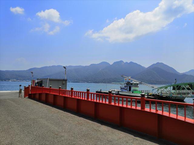 乗り場から見る宮島