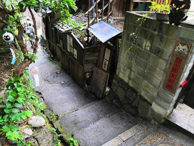 細道の階段