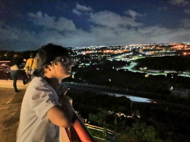夜景を眺める