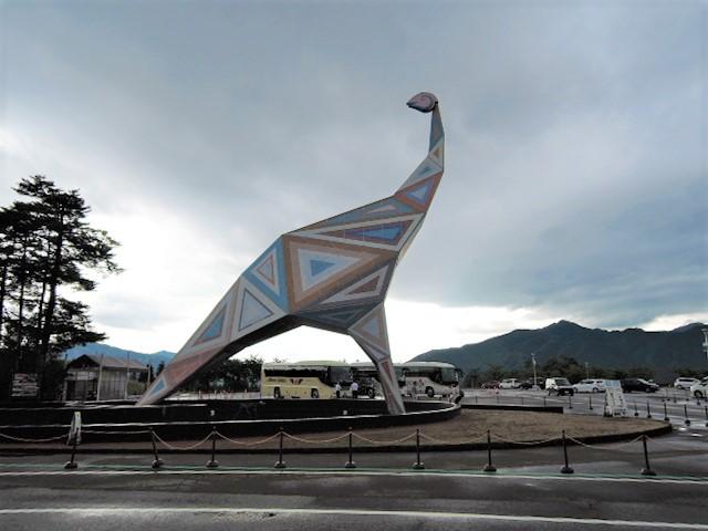 恐竜博物館前の像