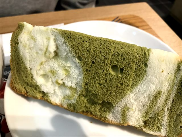 抹茶ロールケーキとパフェ