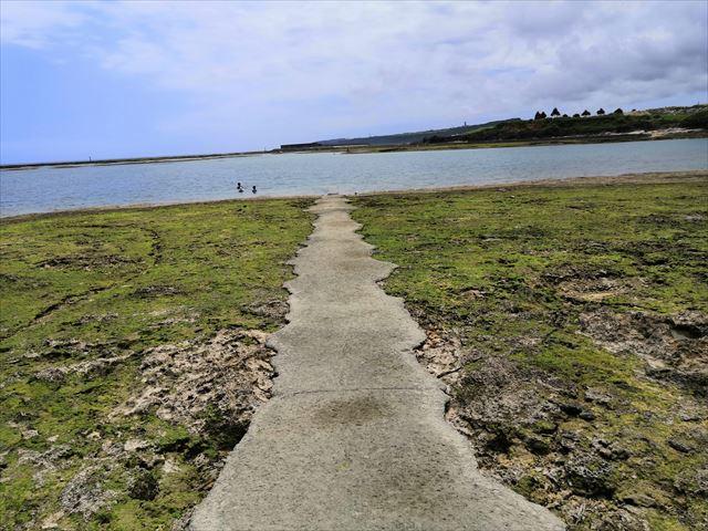 廃墟もある奥武島ビーチ